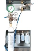 Комплект для поиска утечек с помощью азота для использования с установкой по заправке автомобильных кондиционеров.